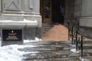 Des copeaux de bois déversés au ministère des Finances à Québec