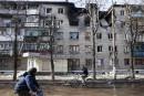 Ukraine: deux morts dans l'Est malgré la trêve