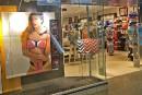 La Vie en Rose achète Bikini Village