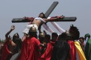 Vendredi saint: crucifixions aux Philippines