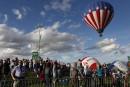 Le Festival des montgolfières dans le rouge
