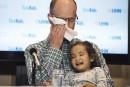 Le père de jumelles malades remercie le donneur qui a sauvé leur 2e fille