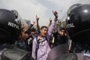 Népal: des survivants en colère