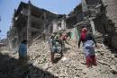 Quatre des survivants canadiens du séisme au Tibet récupèrent en Inde