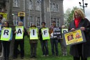 La ministre St-Pierre à la vigile de soutien du blogueur Raif Badawi