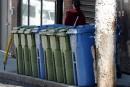 Centre-ville de Québec: les bacs de recyclage et d'ordures restent