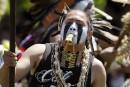 Un Amérindien pourra porter des plumes à sa remise de diplôme