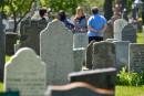 Les familles constatent les dégâts au cimetière St-Charles