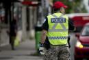 Funérailles de Jean Doré: des policiers conserveront leurs casquettes
