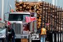 Crise forestière sur la Côte-Nord: le ministre Lessard sur le terrain