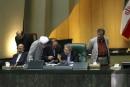 Nucléaire iranien: le Parlement limite son droit de regard