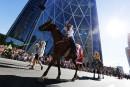 Un grand défilé à Calgary donne le coup d'envoi du Stampede
