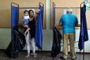 Référendum en Grèce: récit d'une journée chaude de vote