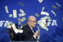 Les (faux) dollars pleuvent sur Sepp Blatter
