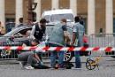 Tour de France: un automobiliste fonce près de l'arrivée, la police tire