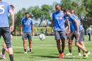 Didier Drogbas'entraîne avec ses coéquipiers