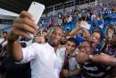 Un stade comble pour les débuts de Didier Drogba