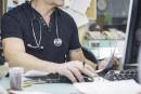 Pratique illégale de la médecine: deux dossiers reportés au palais de justice