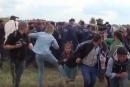 Renvoyée pour avoir donné des coups de pied à des migrants