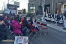 Journée de perturbations en éducation: des chaises sur la King Ouest