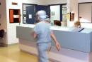 Les coupes en santé visent à mieux privatiser, dénonce la FIQ