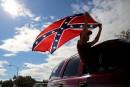 Des défenseurs du drapeau confédéré inculpés pour «menaces terroristes»