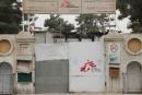 Des soldats américains forcent l'entrée de l'hôpital de MSF bombardé à Kunduz