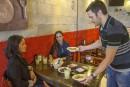 Israël: un restaurateur offre 50% de rabais aux Juifs et Arabes qui mangent ensemble