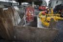 Déversement: les ouvriers descendent dans l'intercepteur