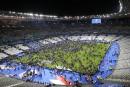 Les spectateurs envahissent le terrain du Stade de France après... | 13 novembre 2015