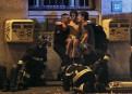Des pompiers viennent en aide à un blessé, près de... | 13 novembre 2015