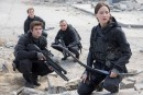 Attentats: les stars silencieuses à la première de <em>Hunger Games</em>