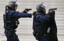 Deux policiers participent à l'opération antiterroriste à Saint-Denis, le 18...   18 novembre 2015