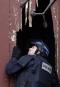 Un policier regarde à l'intérieur de l'Église Neuve, dont la...   18 novembre 2015