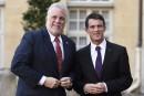 Les démocraties en «état de guerre» contre le terrorisme, dit Couillard à Paris