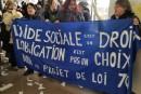 Des manifestants dénoncent la réforme annoncée de l'aide sociale