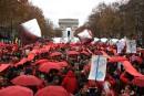 COP21: fresque humaine et «ligne rouge» dans Paris