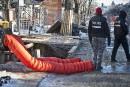 Uncommerçantsaute dans un trou pour protester contre des travaux sur St-Denis