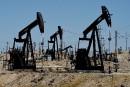 Le pétrole finit en petite baisse