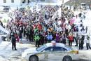 Près de 500 personnes devant les bureaux de Couillard pour les CPE