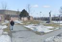 Agression à la barre de fer entre deux ados devant l'école du Phare