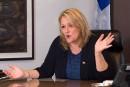 Université Laval: le silence de Lise Thériault dénoncé