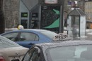 Uber: les chauffeurs de taxi de Québec chargent Couillard
