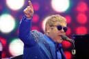 Elton John se défend d'accusations de harcèlement sexuel