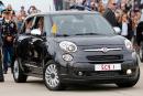 Une Fiat 500 utilisée par le pape mise aux enchères