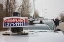 Les taxis ciblent le bureau de Philippe Couillard