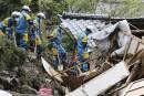 Les secours s'activent pour retrouver les survivants du séisme au Japon