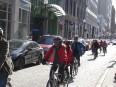 Rue du Pont: les cyclistes voudraient rassurer les commerçants