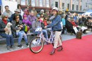 Le tapis rouge a été déroulé samedi pour la deuxième édition du défilé à vélo Cycle Chic dans le Petit Champlain.<br /><br /><strong></strong>
