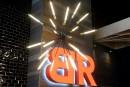 Le Bâton Rouge: image rajeunie et terrasse attenante au bar